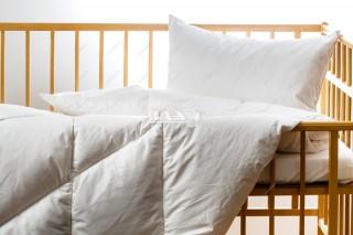 Dětská prošívaná přikrývka (deka) - poloprachové peří - 135x90 cm - bílá