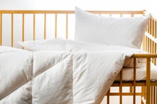 Dětská prošívaná přikrývka (deka) z prachového peří - 135x90 cm - bílá