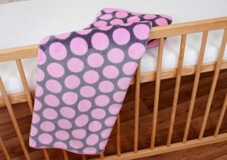 Dětská deka fleece - Šedorůžový puntík